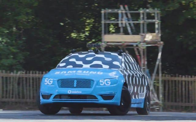 Vaughn Gittin Jr testa la teleoperazione facendo derapare un'auto in cui non si trova