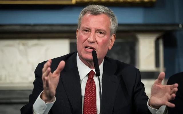 ニューヨーク市長は、R。ケリーが「私は飛べると信じている」と歌ったことを知らなかったと言います