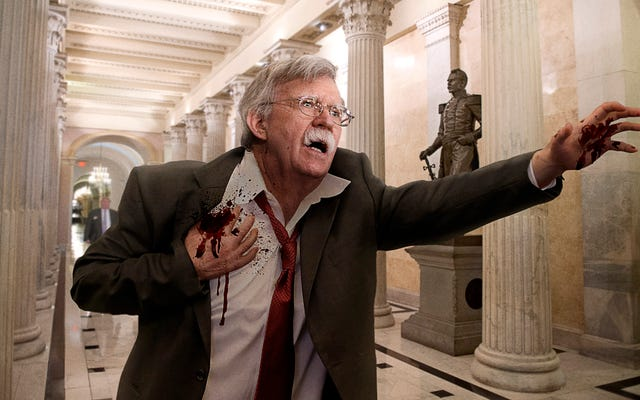 Chảy máu John Bolton vấp ngã vào tòa nhà Capitol tuyên bố rằng Iran bắn anh ta