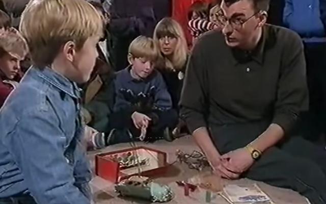 เด็กอังกฤษในงาน Antiques Roadshow รู้ว่าเขามีอะไร