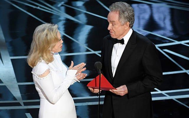 フェイ・ダナウェイとウォーレン・ベイティが最優秀作品賞の発表をめぐって争った