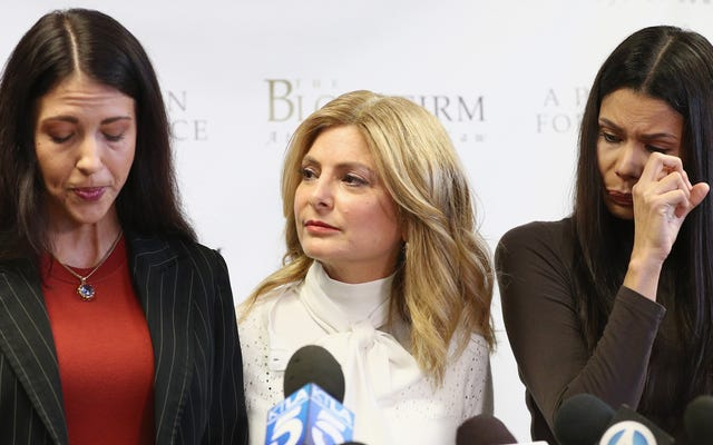 2 phụ nữ tiến tới tố cáo Steven Seagal tấn công tình dục