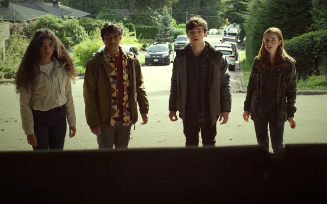 あなたは闇を恐れていますか?シーズン2の予告編がシャドウマンを紹介します