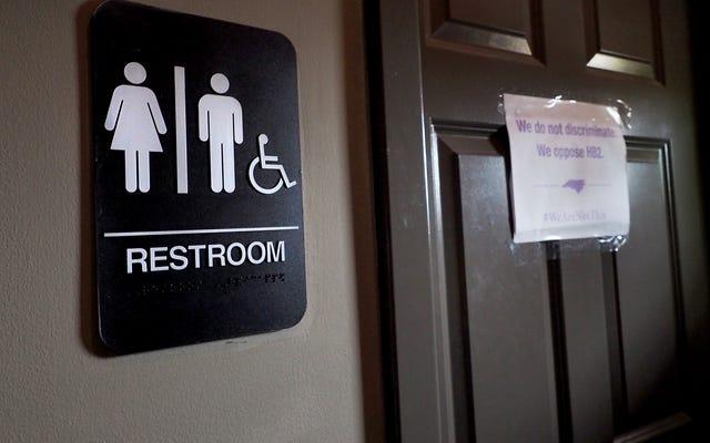 Gdzie stoją czarni ludzie w debacie o łazienkach transpłciowych NC? Zależy od tego, kogo zapytasz