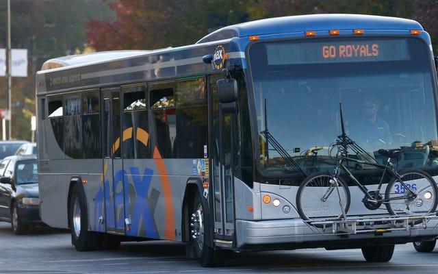 カンザスシティにはほとんど無料の公共交通機関がありますが、そうすべきですか?