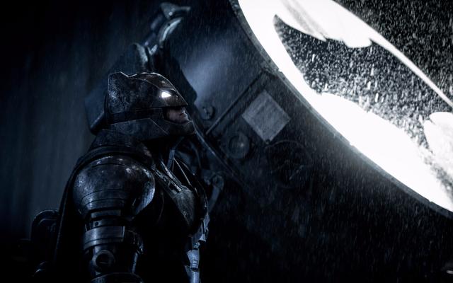 Бен Аффлек сохранил несколько бэтарангов из набора Лиги справедливости, и Warner Bros отправили ему счет.