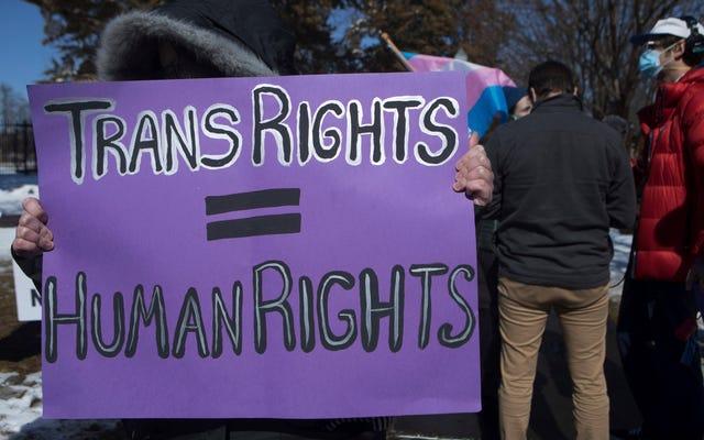 La California affronta il respingimento dopo aver vietato i viaggi finanziati dallo Stato negli Stati con una legislazione anti-transTrans