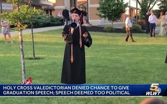 Valedictorian स्कूल के बारे में नहीं है कि उसे 'टकराव' कमिशन भाषण देने से रोकें