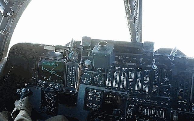 Entra en el despliegue de los hombres y mujeres que luchan contra ISIS con el bombardero B-1
