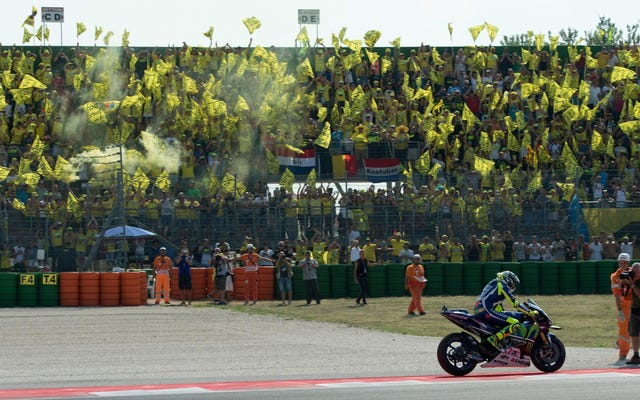 แท่นสุดท้ายสำหรับแฟนเลื่อยยนต์ของ Rossi