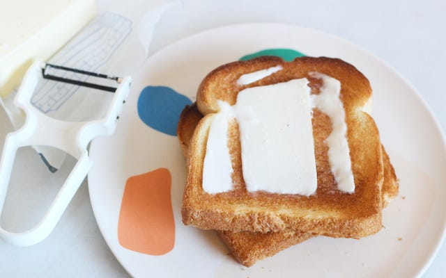 Użyj obieraczki do warzyw, aby uzyskać idealne tosty z masłem