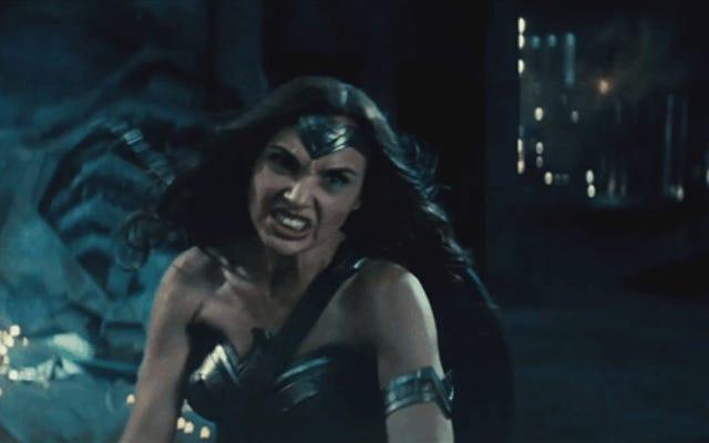 Вы можете посмотреть лучшую минуту фильма Бэтмен против Супермена прямо здесь