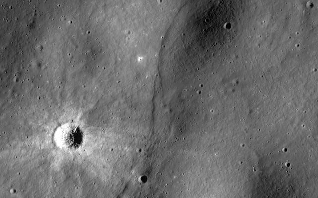 अपोलो-एरा मूनक्वेक्स के नए विश्लेषण से पता चलता है कि चंद्रमा टेक्टोनिक रूप से सक्रिय हो सकता है