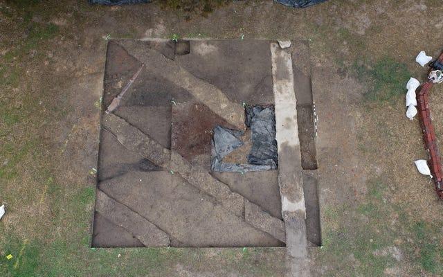Resti umani portati alla luce dove un tempo si trovava la prima chiesa nera di Colonial Williamsburg