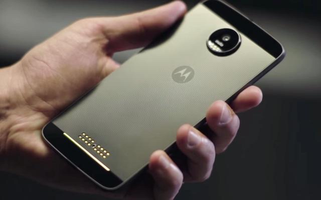 Moto Zは、モジュールを使用することで変形できるLenovoの新しいスマートフォンです。