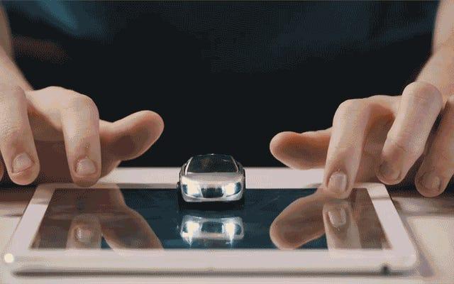 レーシングゲームはこれらの小さなおもちゃの車を生き生きとさせます