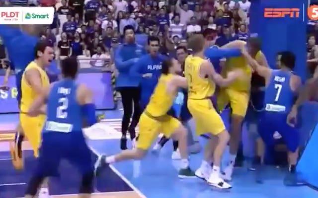 オーストラリア-フィリピンのバスケットボールの試合中に巨大な乱闘が勃発