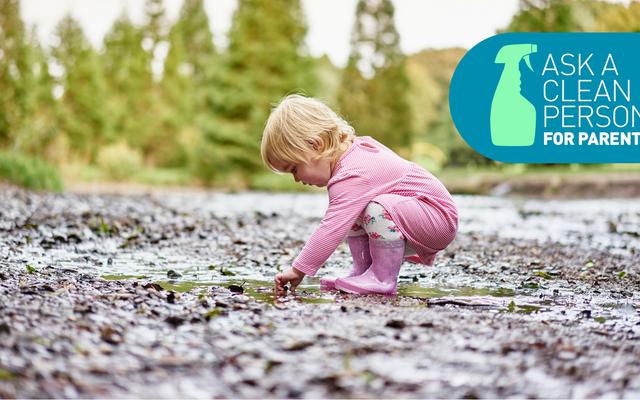 子供服が汚れや泥で覆われている場合の対処方法