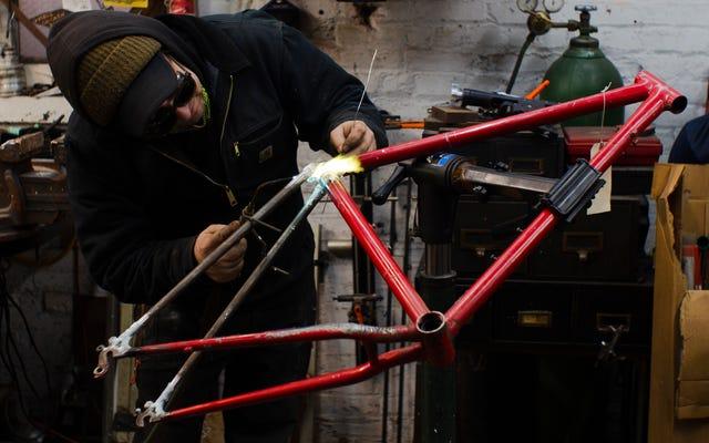 壊れた古いシュウインマウンテンバイクの150ドルのフレームを一緒にろう付けする方法