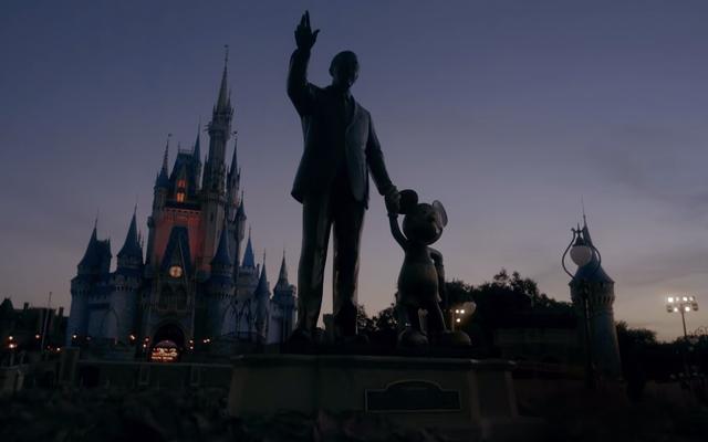 Bien sûr, la vidéo de réouverture de Disney World fonctionne comme une horreur