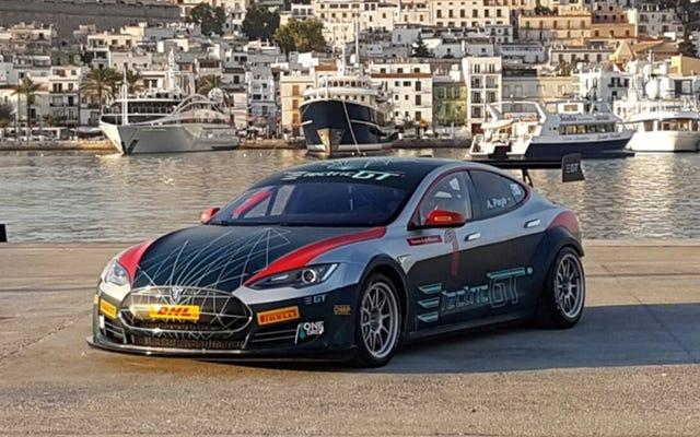 अब आप टेस्ला मॉडल एस रेस कार चलाने के लिए आवेदन कर सकते हैं