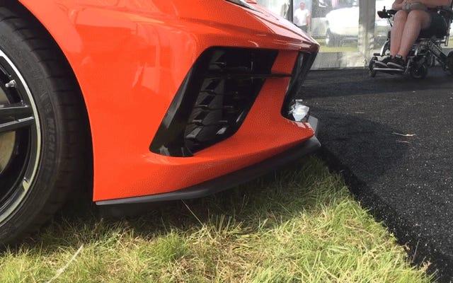Voir le relevage nasal de la Corvette C8 2020 en action