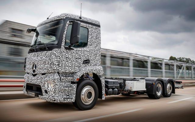 El primer gran equipo eléctrico es un transportador de 26 toneladas de Mercedes con cero emisiones