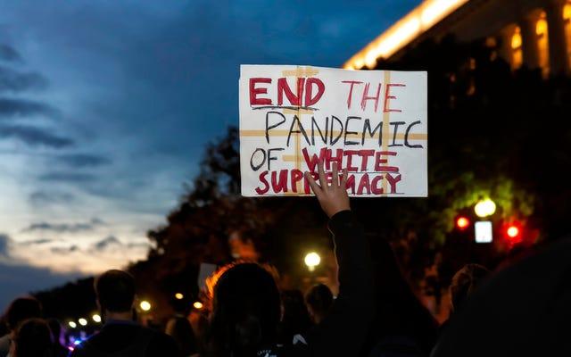 """Sicuramente non stiamo vivendo in un mondo post-razziale: il capo delle Nazioni Unite afferma che la supremazia bianca è una """"minaccia transnazionale"""""""