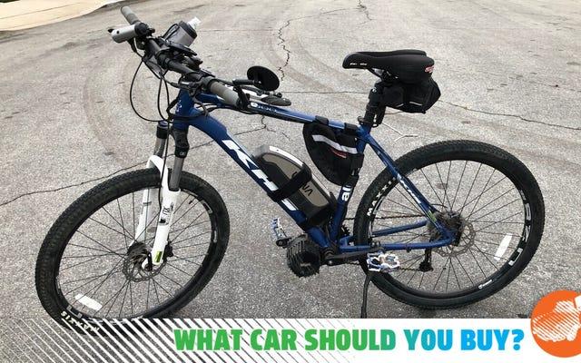 मुझे मेरी ई-बाइक को सप्लीमेंट करने के लिए कॉम्पैक्ट, स्पैशल और फ्यूल एफिशिएंट कार चाहिए! मुझे क्या खरीदना चाहिए?