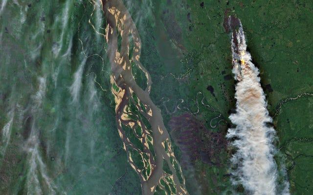 衛星画像は、北極圏で起こっているひどい火事を示しています