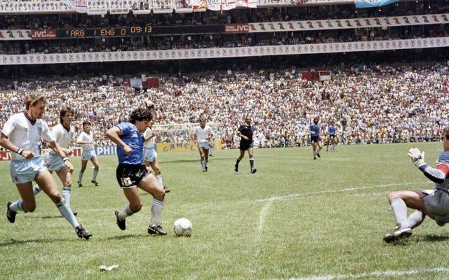 マラドーナ、彼の人生、そしてサッカー史上最も有名な2つのゴールについて