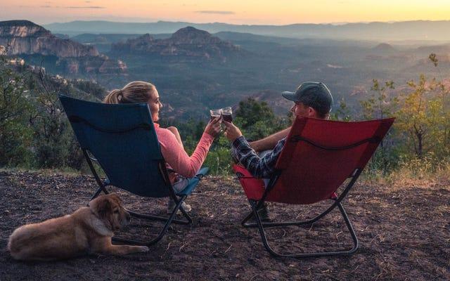 Chaises de camping économiques qui ne casseront pas la banque (et vous sauveront les fesses)