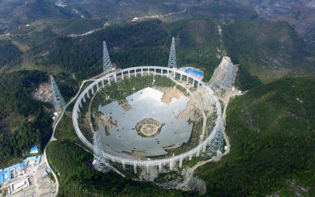 กล้องโทรทรรศน์ 'ล่าเอเลี่ยน' ขนาดยักษ์ของจีนมาพร้อมกับต้นทุนของมนุษย์