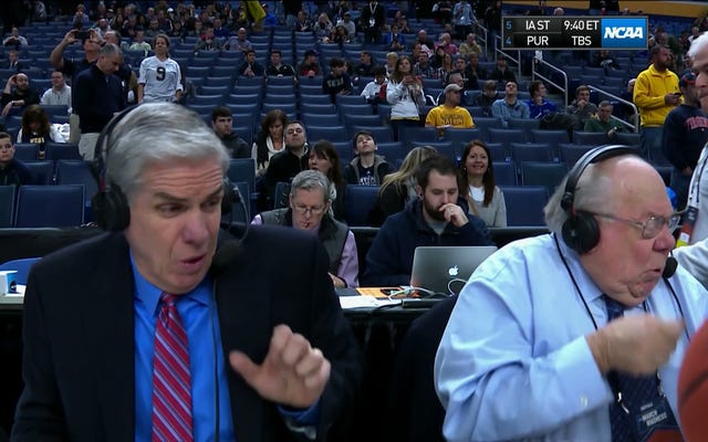 Verne Lundquist, Aşırı Ağır Çekimde, Yüzüne Bir Basketbol Karesi Çekiyor