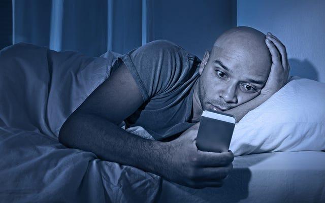 ベッドに横になっているときにiPhoneXのロックを解除する方法