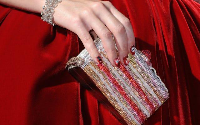象徴的な気まぐれなキラキラ光るハンドバッグへの別れ天才ジュディス・リーバー