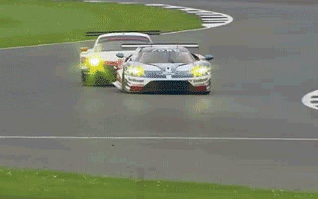 Esto es lo que sucede cuando se abre la puerta en una pista de carreras