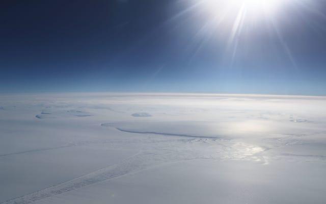 南極点は地球の他の部分よりも3倍速く温暖化しています