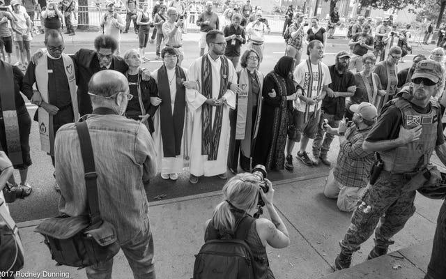 Comment encourager votre pasteur (blanc) à dénoncer la suprématie blanche
