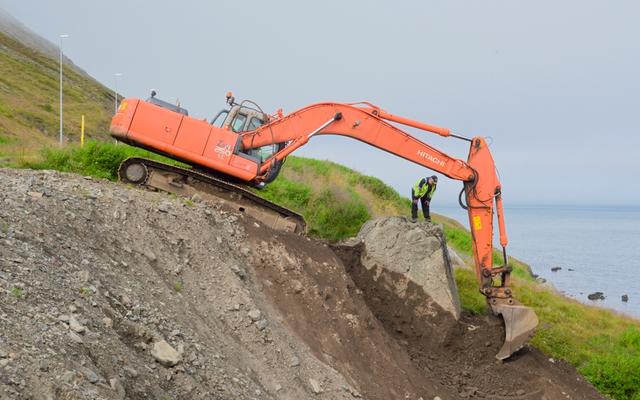 アイスランドの村は、エルフを「怒らせ」ないように岩を発掘するように命じました