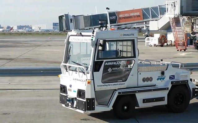Air France надеется сократить задержки с помощью самоуправляемых багажных тележек