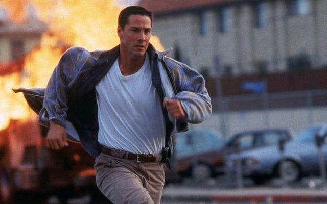 Keanu Reeves, 90'ların harika aksiyon filmlerinden biri için yavaşlayamayan bir otobüse biniyor
