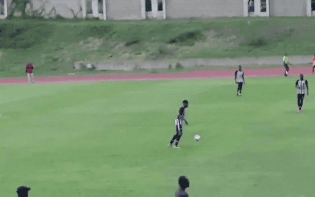 ジャマイカのサッカー場に落雷、3人の選手を病院に送る