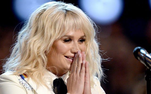 Kesha se abrió sobre el juicio del Dr. Luke y la violencia armada en DNC Performance
