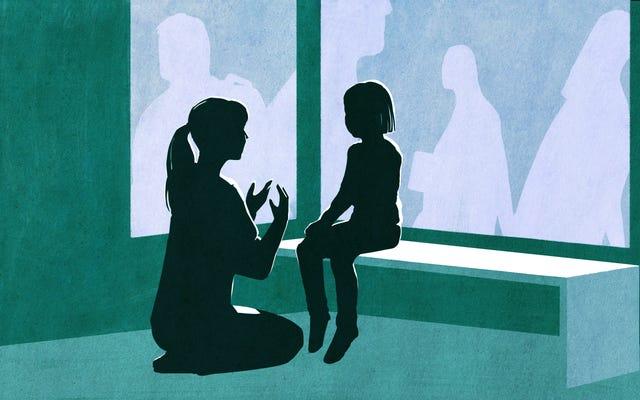 วิธีพูดคุยกับลูก ๆ ของคุณเกี่ยวกับการล่วงละเมิดทางเพศ