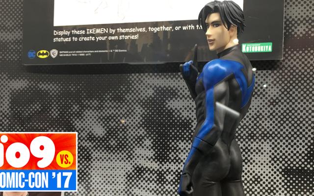 Dio è reale, e così è questa meravigliosa statua del sedere di Nightwing