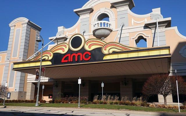 絶望的なAMCは、10代の若者がお互いの性器をこするための素敵な暗い場所として劇場を宣伝します