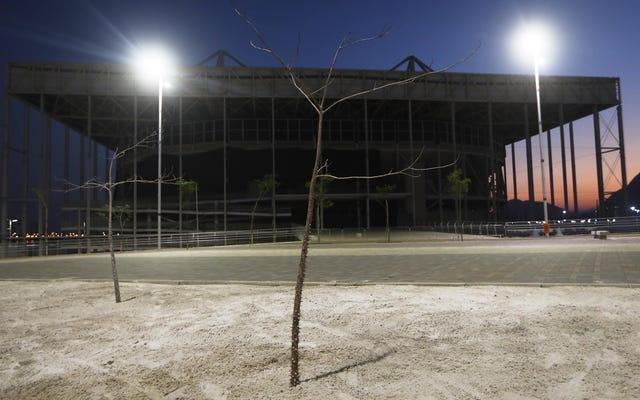 リオはオリンピックの1年後に終末論的に見える