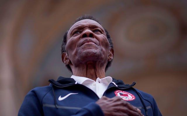Rafer Johnson, huyền thoại Olympic, diễn viên và là người bắt gọn sát thủ của RFK, qua đời ở tuổi 86