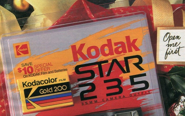 12 Days of Christmas Presents Past: A Kodak Camera, Complete With Film (Nhớ phim chứ?)